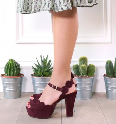 XEVO BORDEAUX CHiE MIHARA sandals