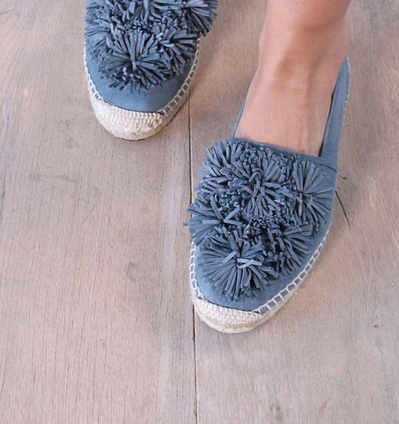 shoes-blue-party-cloud