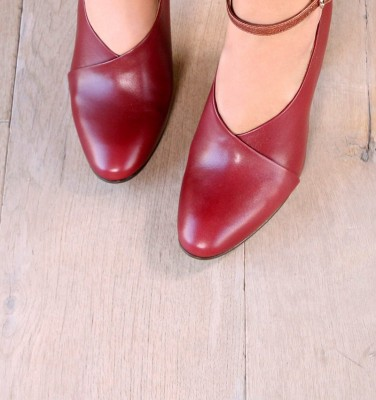 EASY BURGUNDY CHiE MIHARA shoes