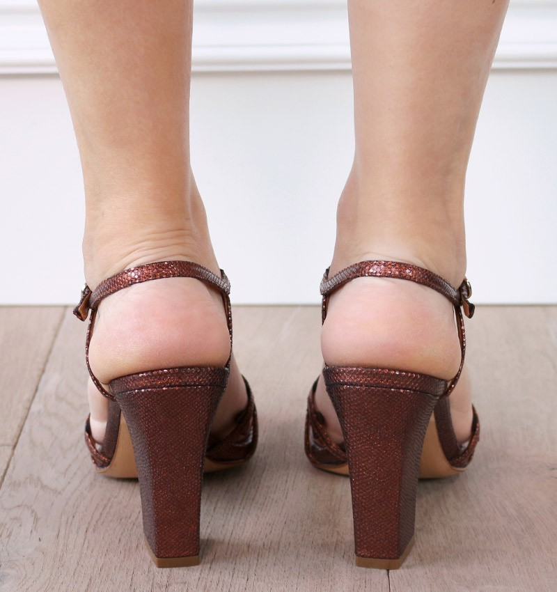 JANINA REDDISH BROWN CHiE sandalias