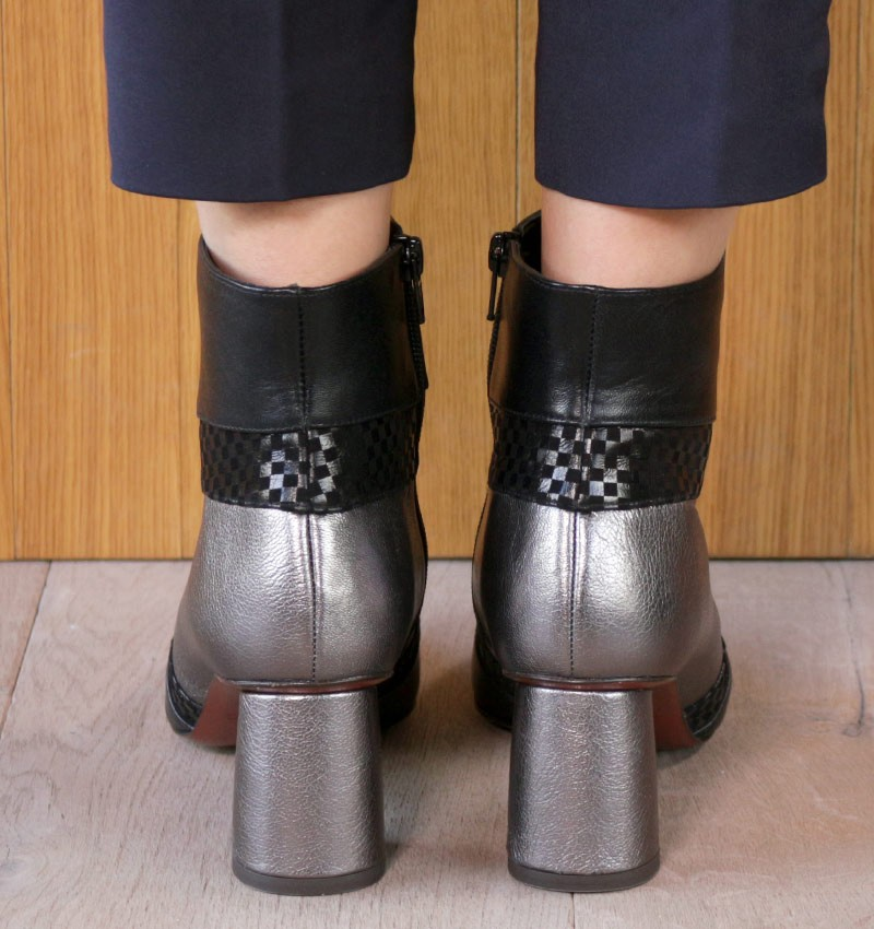 LUPE CHESS BLACK CHiE MIHARA bottes