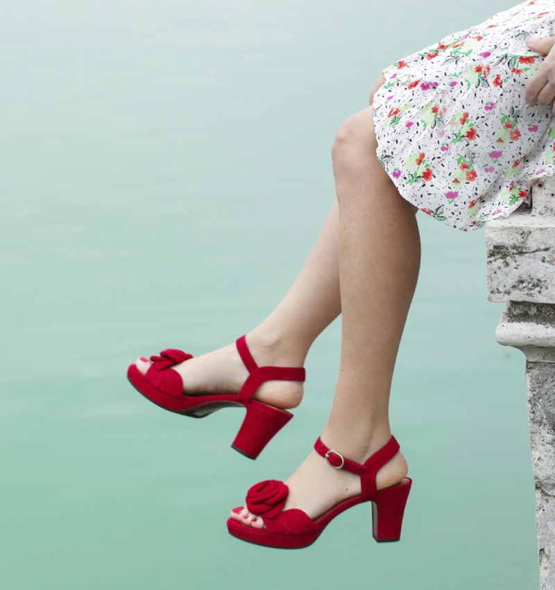 BLOSSOM RED CHiE MIHARA sandals