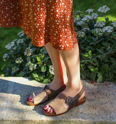 WEN TAUPE CHiE MIHARA sandals