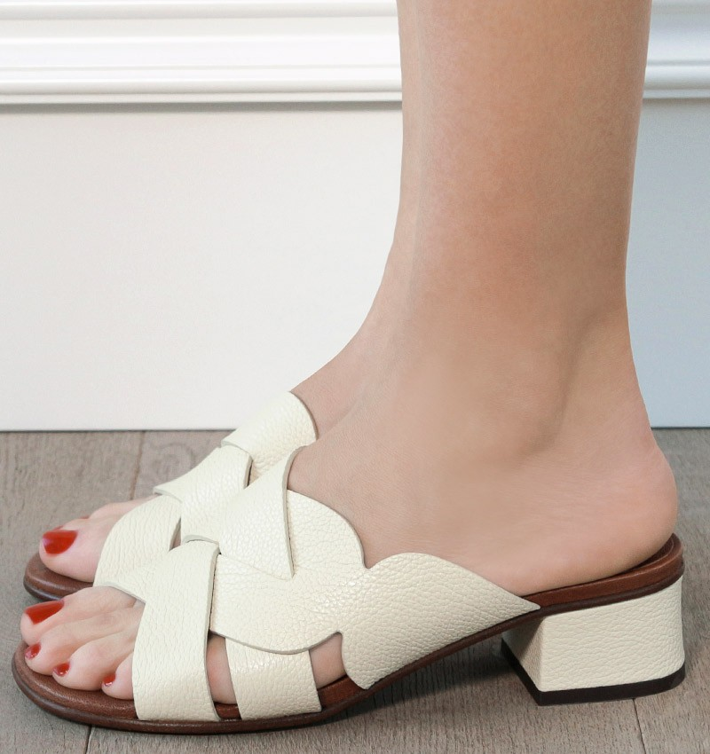 QUIDO OFF-WHITE CHiE MIHARA sandals