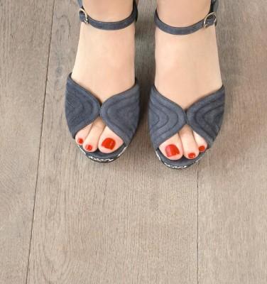 ERIS GREY CHiE MIHARA sandals