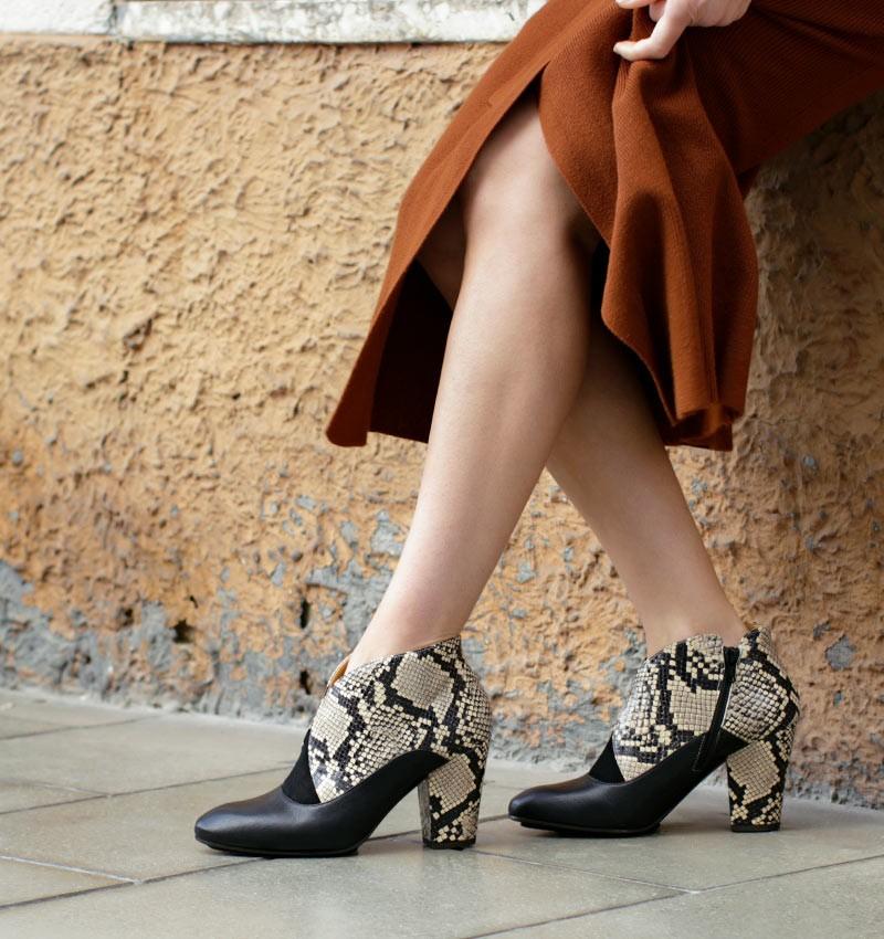 ELGI BEIGE CHiE MIHARA boots