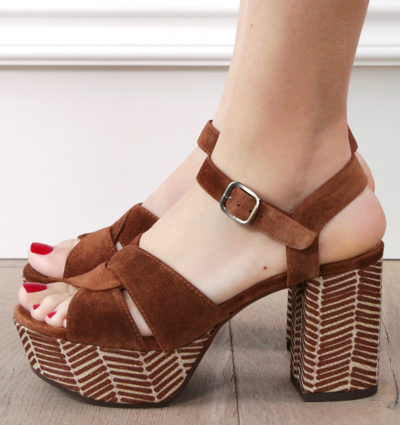 DIBE BROWN CHiE MIHARA sandals