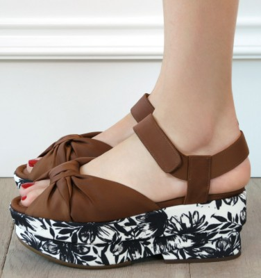 DR-DRAGA BROWN CHiE MIHARA sandals