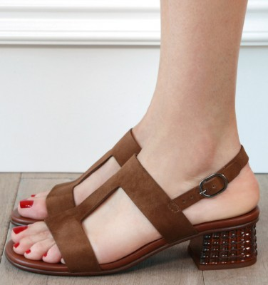 QUO-QUEBEC BROWN CHiE MIHARA sandals