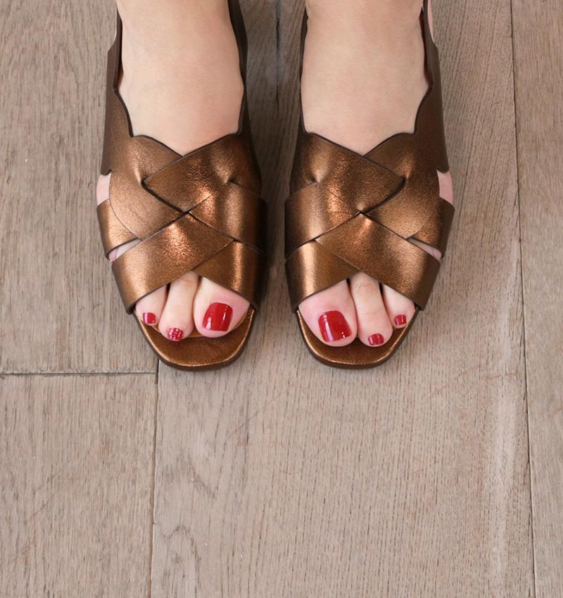 LUMBA BROWN CHiE MIHARA sandals