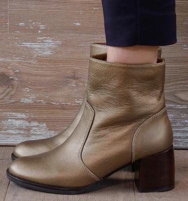 ORITA GOLD CHiE MIHARA boots