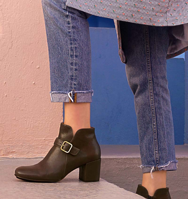QUILLA GREY boots CHiE MIHARA