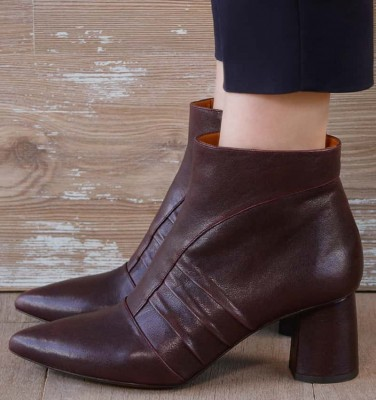 LOLE GRAPE CHiE MIHARA boots