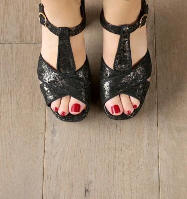 FELIA GOLD CHiE MIHARA sandals