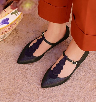 RODA NAVY CHiE MIHARA shoes