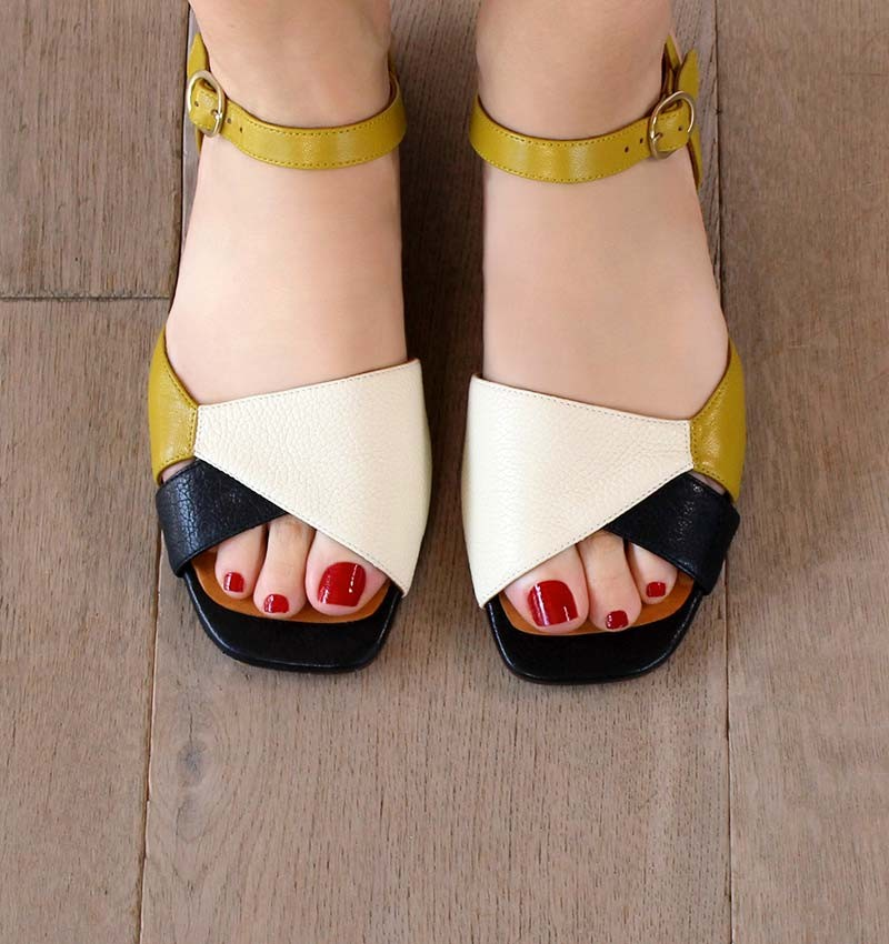 TAILA OFF-WHITE CHiE MIHARA sandals