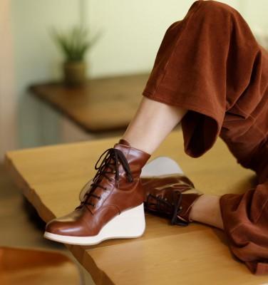 YAKO BROWN CHiE MIHARA boots
