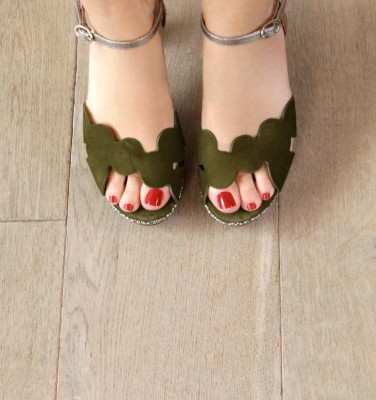 ELIS KHAKI CHiE MIHARA sandals