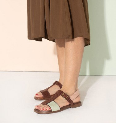 WABIL BROWN CHiE MIHARA sandals