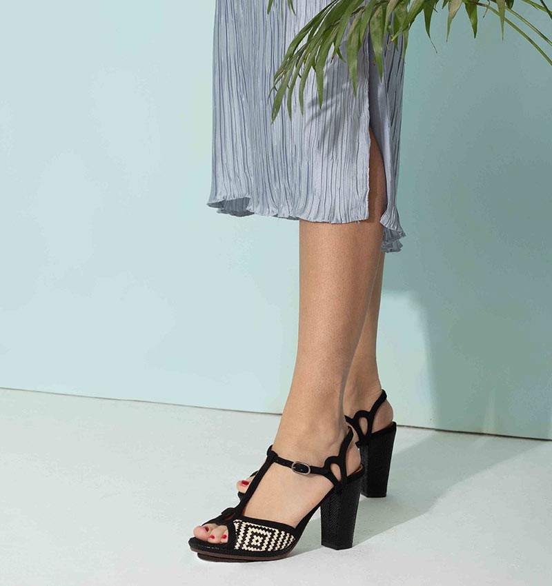 ABAL BLACK CHiE MIHARA sandals