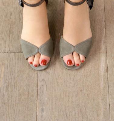 HORTAN GREY CHiE MIHARA sandals