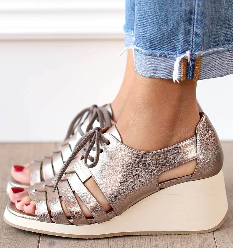 LALA SILVER CHiE MIHARA sandals
