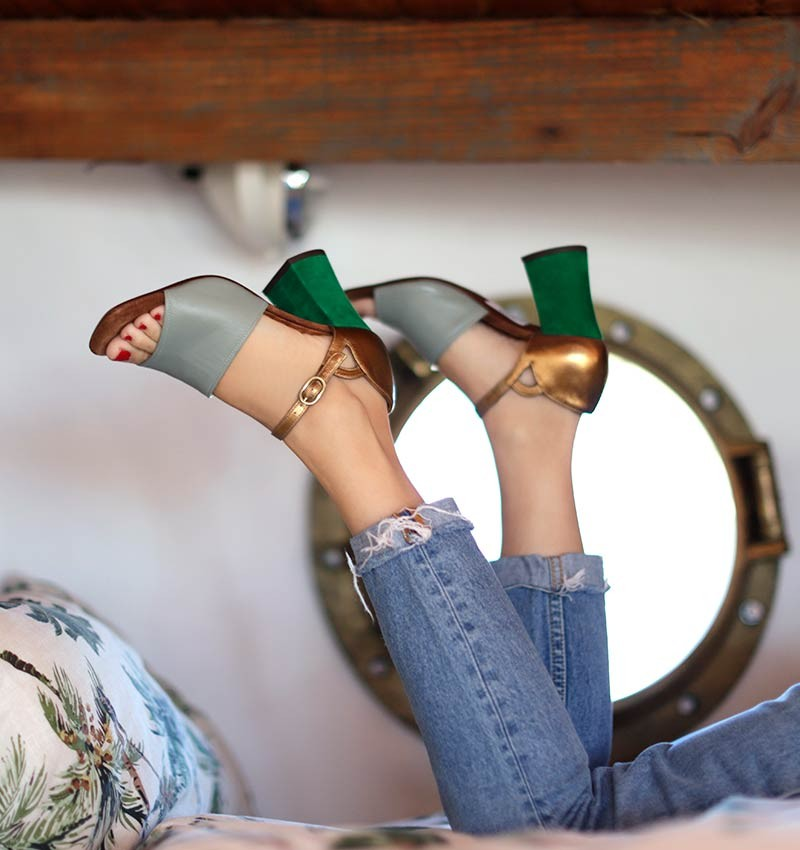 PARIS GREEN CHiE MIHARA sandals
