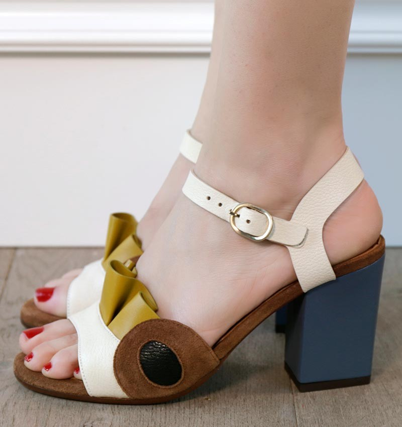 KORIMA OFF-WHITE CHiE MIHARA sandals