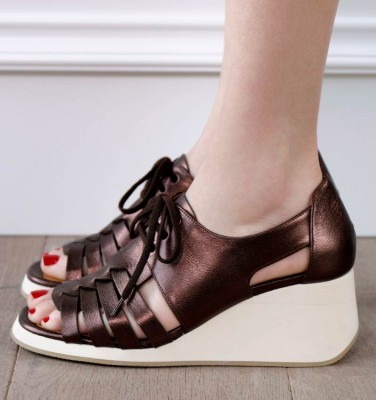 LALA BROWN CHiE MIHARA sandals