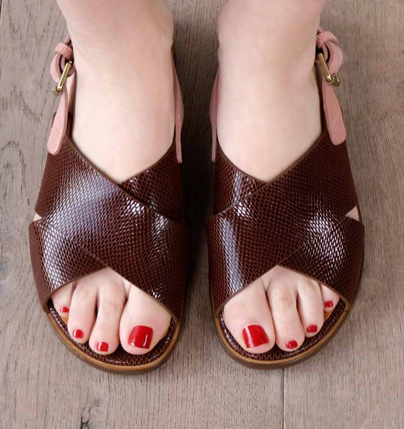 WAN BROWN CHiE MIHARA sandals