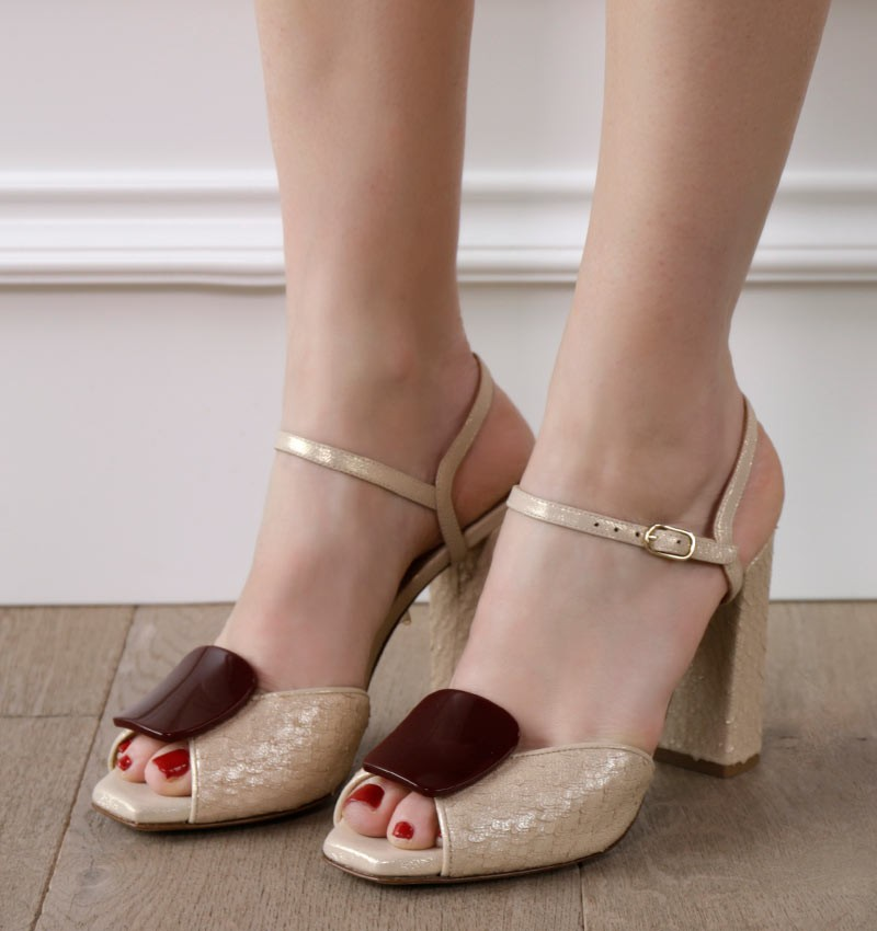 ELISABETH GOLD CHiE sandals