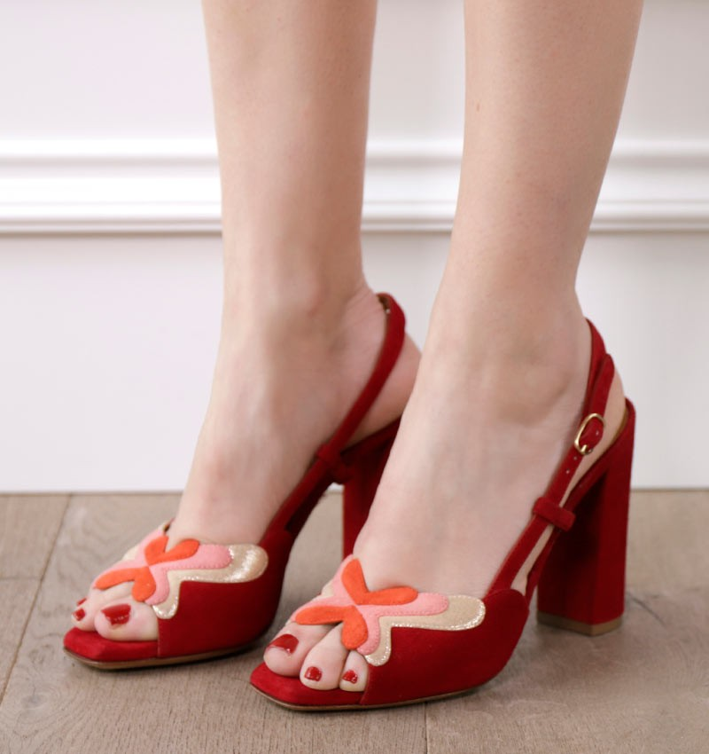 ETERNAL RED CHiE sandals