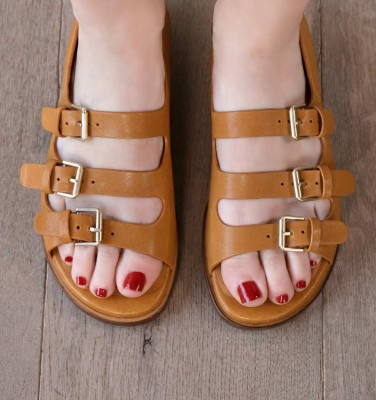 WIA OCRE CHiE MIHARA sandals