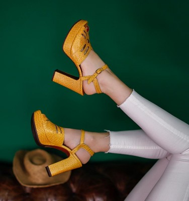 FAYNA OCRE CHiE MIHARA sandals