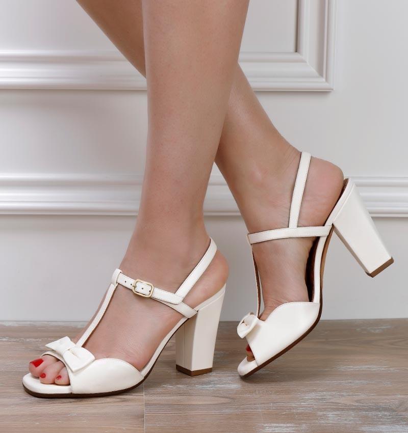 BRI-BRAILE WHITE CHiE MIHARA sandalias