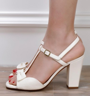BRI-BRAILE WHITE CHiE MIHARA bridal