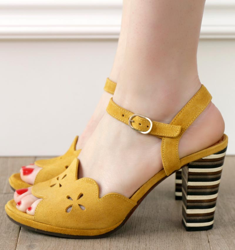 AKIVA OCRE CHiE MIHARA sandals