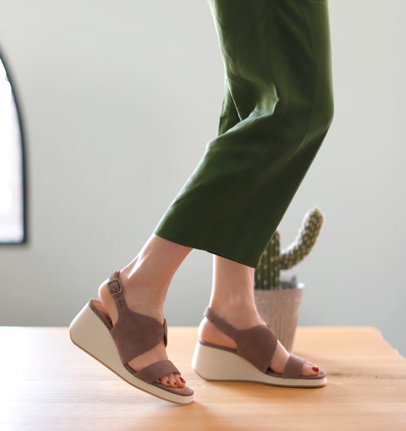 LEA GREY CHiE MIHARA sandals