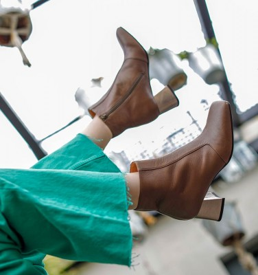 VOLSHOI GREY CHiE MIHARA boots