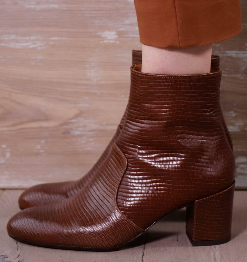 NU-NERINA BROWN CHiE MIHARA boots