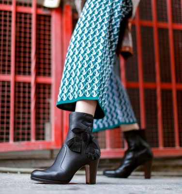 CHECHE BLACK CHiE MIHARA boots