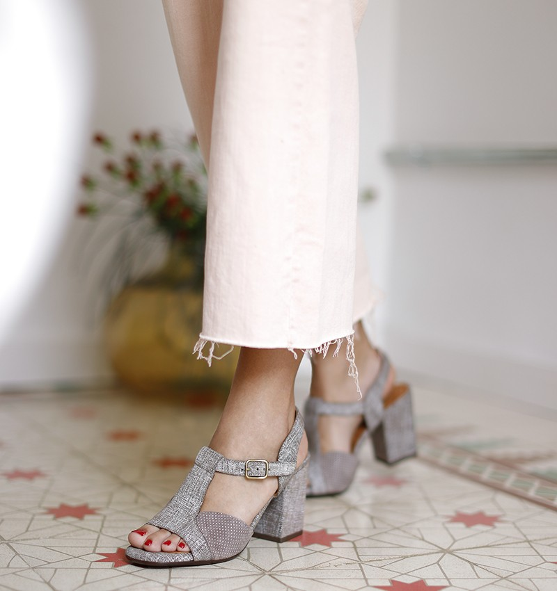 BAIE TAUPE CHiE MIHARA sandals